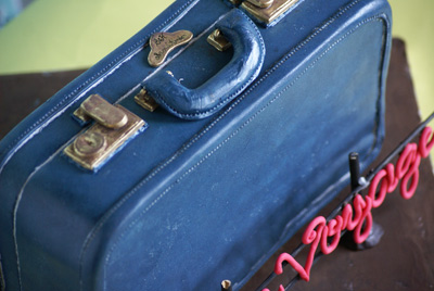 luggage cake closeup Vintage Suitcase Cake
